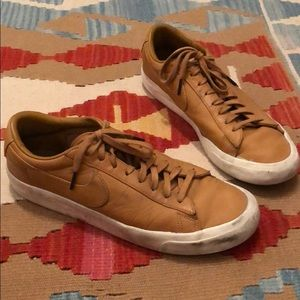 Men's Nike leather low tops